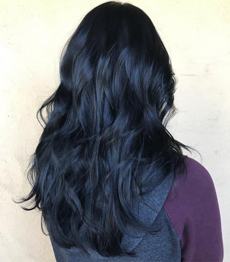 cores-de-cabelos-para-outono-2019-perto-azulado